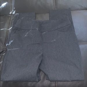 Chico's Short Heather Gray Pants Size 0.5 (6-S)